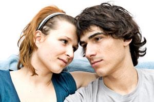 Тест Узнай, что твой парень думает о тебе, по его жестам