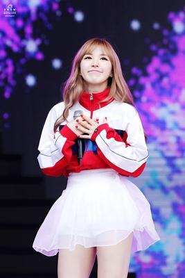 kpop-idol-girls-cutest-dimples-red-velvet-wendy