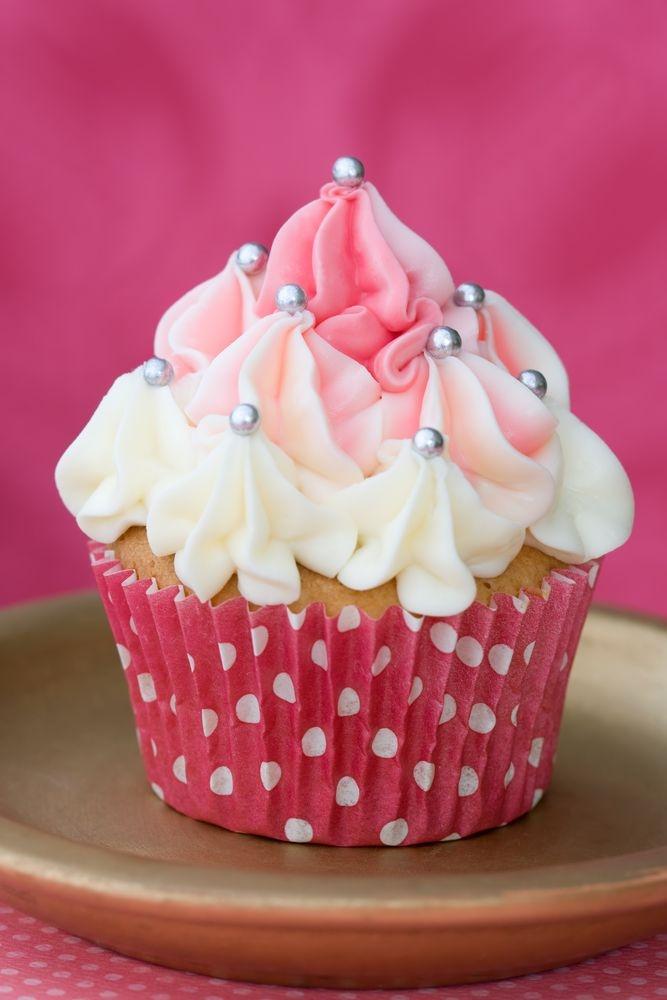 Pink And White Cupcake Фотография, картинки, изображения и сток-фотография без роялти. Image 5902850.