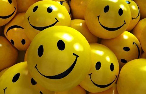 smiles-smile-yellow-2560x1440-620x400